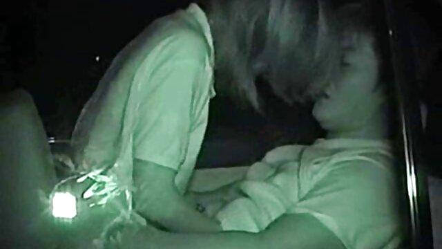 Pelirroja se películas japonesas pornográficas folla a sí misma como novios fuera de casa