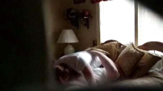 Sexo con jovencita rubia caliente pornografía de tarzán pov