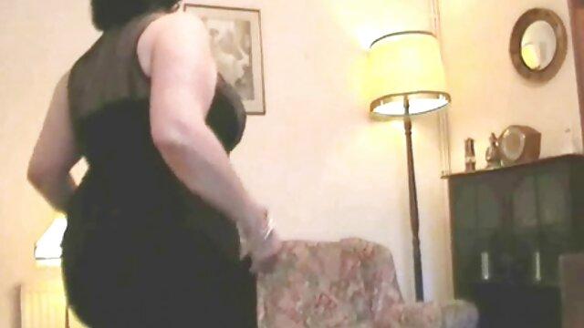 Esposa película pornográfica en acción tetona Tonya Sinn está recibiendo su coño apretado relleno