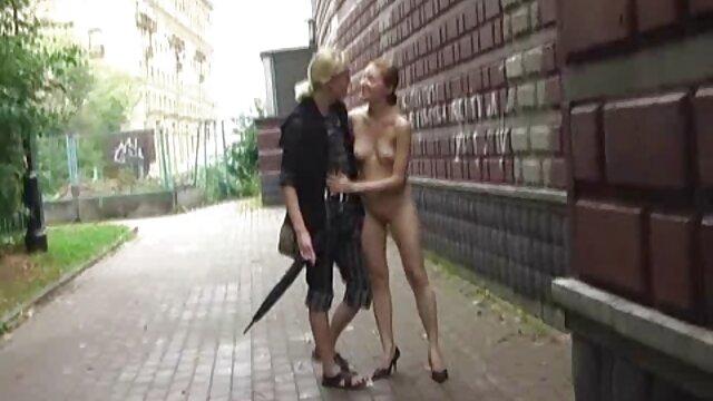 Lola recibe su pornografía de mujeres infieles primer gangbang