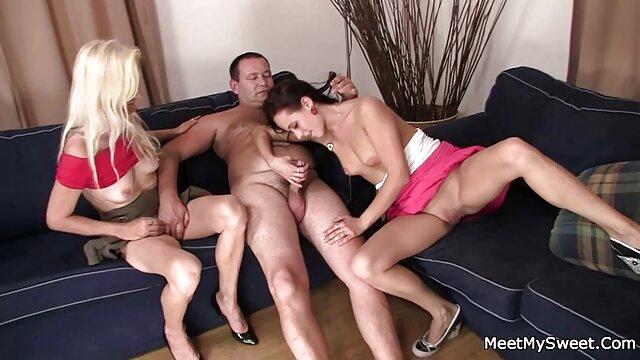 Impresionante jefa lesbiana seduciendo a su secretaria ver pelicula pornografica gratis