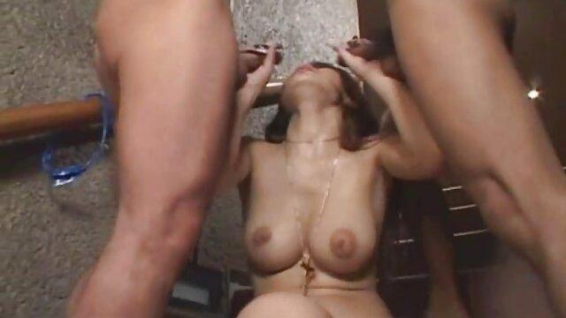 Follada anal dura para peliculas pornograficas romanticas una adolescente rubia cachonda con una polla enorme