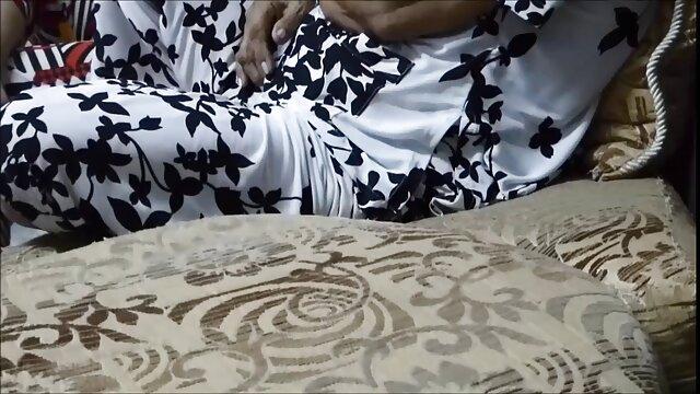 Audrey Hollander rellenando consoladores en las mejores peliculas pornograficas su anal