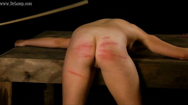 Mofos - Fiesta de putas película de pornografía de sexo reales - Chloe Caine y Christie Stevens a