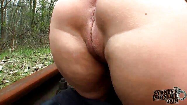 Rubia británica follada analmente en la parte peliculas porno graficas en español trasera del taxi